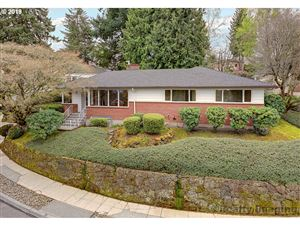 Photo of 604 SW MOSS ST, Portland, OR 97219 (MLS # 19252973)