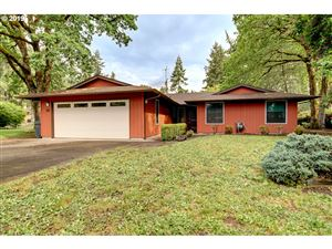 Photo of 615 MAPLEWOOD DR, St. Helens, OR 97051 (MLS # 19381979)