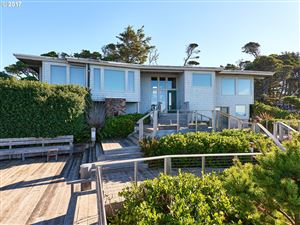 Photo of 15 OCEAN CREST RD, Gleneden Beach, OR 97388 (MLS # 17332983)