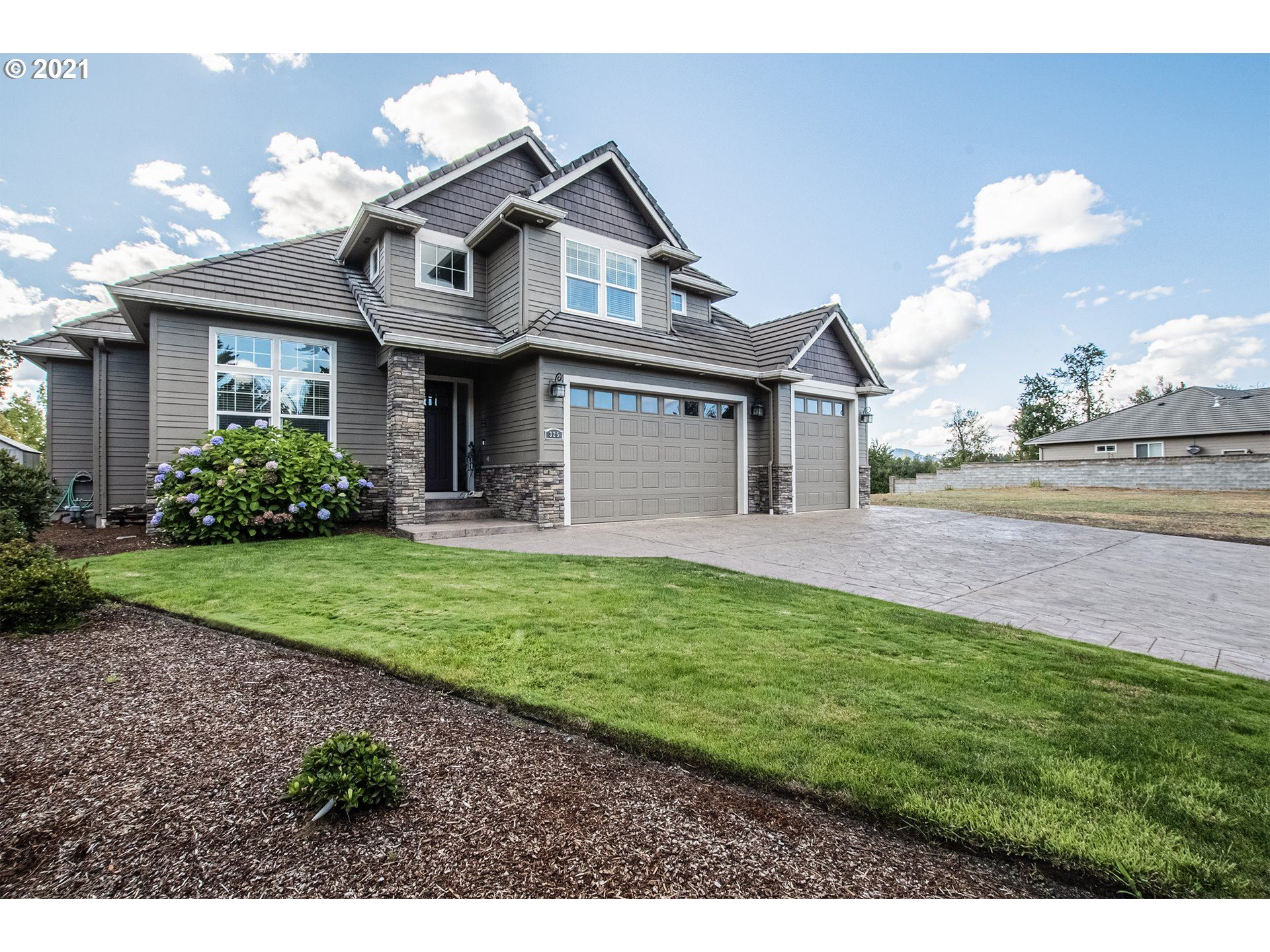 Photo for 325 IRONWOOD LOOP, Creswell, OR 97426 (MLS # 21515984)