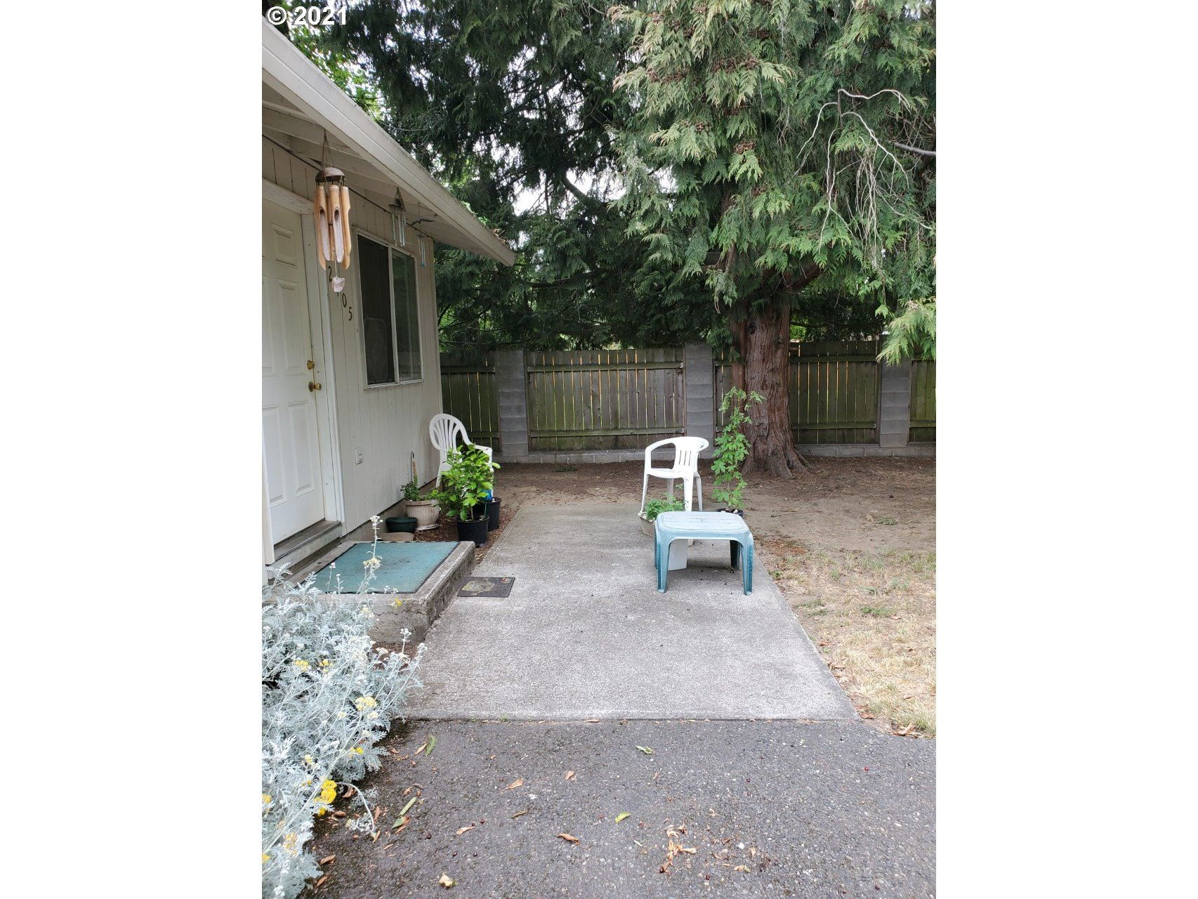 2405 SE 90th AVE, Portland, OR 97216 - MLS#: 21600988