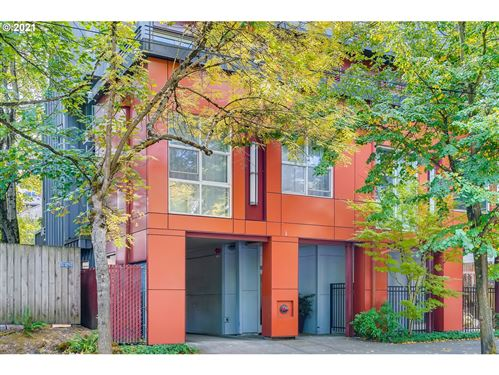 Photo of 1974 NW LOVEJOY ST #2, Portland, OR 97209 (MLS # 21614990)
