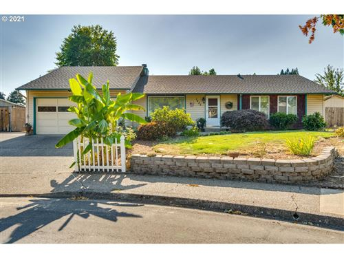 Photo of 1625 SE QUEENBOROUGH CT, McMinnville, OR 97128 (MLS # 21336994)
