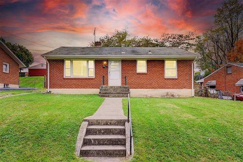 Photo of 4920 Rowe Ridge NW RD, Roanoke, VA 24017 (MLS # 874611)
