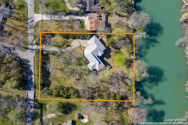 Photo of 214 Guadalupe River Dr, Seguin, TX 78155 (MLS # 1512030)
