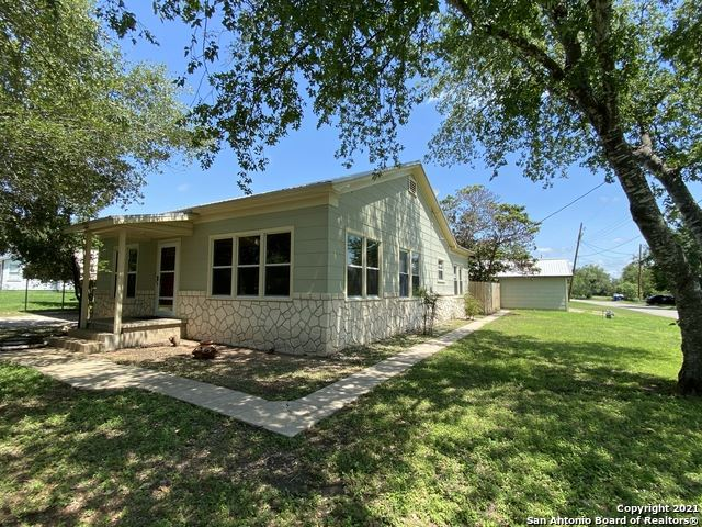 Photo of 602 HOWELL AVE, Devine, TX 78016 (MLS # 1537036)