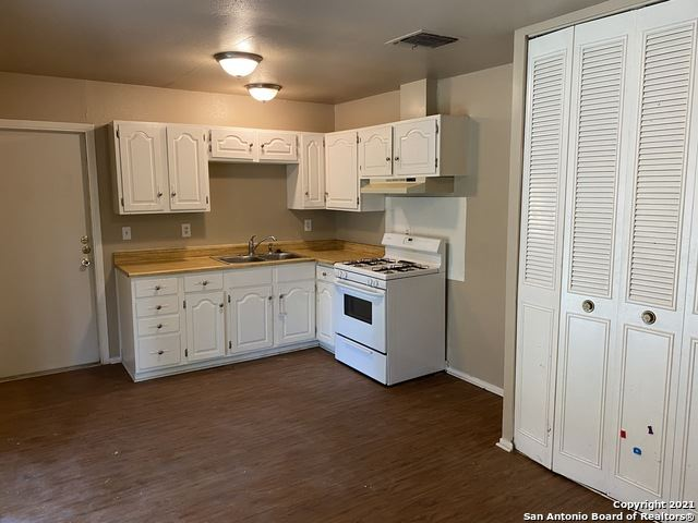 Photo of 71 PARKVIEW DR, Universal City, TX 78148 (MLS # 1545121)
