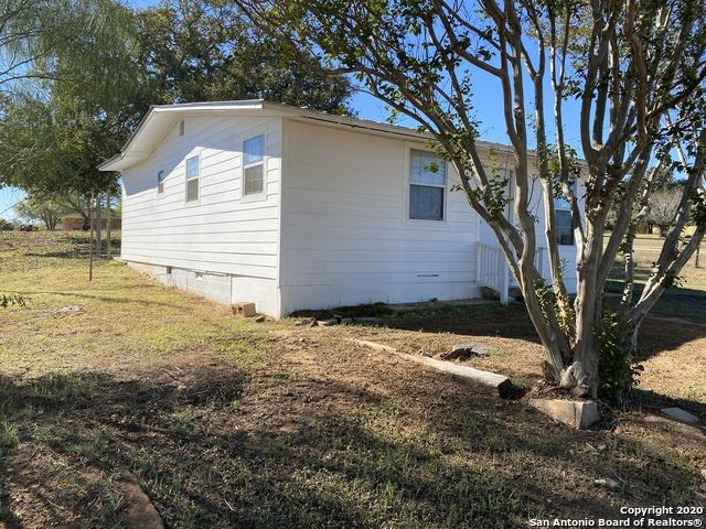 Photo of 2401 10th St, Floresville, TX 78114 (MLS # 1499189)