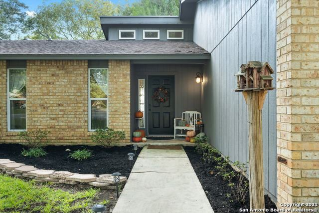 Photo of 136 Old Towne Rd, Seguin, TX 78155 (MLS # 1567373)
