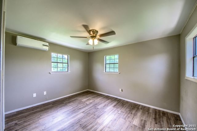 Photo of 401 CURTIS AVE, Devine, TX 78016 (MLS # 1545436)