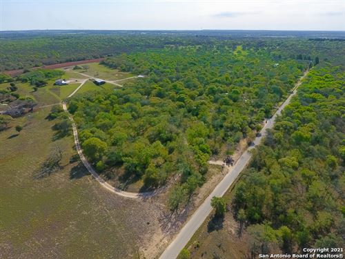 Photo of 702 OLD COLONY RD, Seguin, TX 78155 (MLS # 1519567)