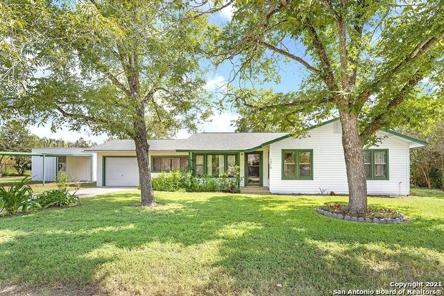 Photo of 1510 S 2nd St, Floresville, TX 78114 (MLS # 1558655)