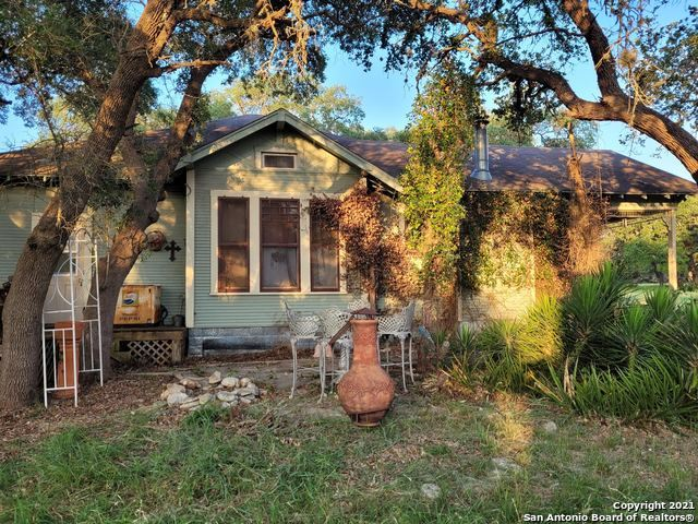 Photo of 100 Green Valley Dr, Pipe Creek, TX 78063 (MLS # 1541668)