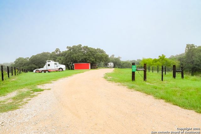 Photo of 1853 Lakeview Dr, Floresville, TX 78114 (MLS # 1545729)