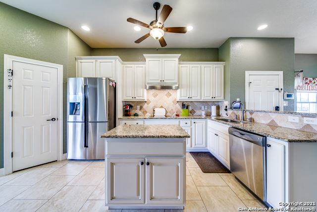 Photo of 132 Grand View, Floresville, TX 78114 (MLS # 1540779)