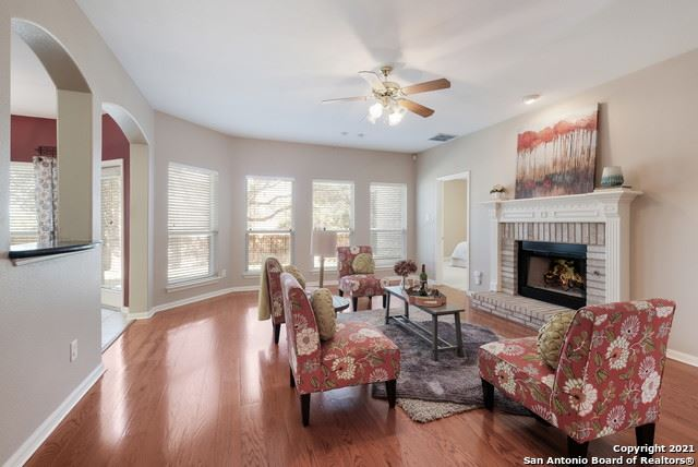 Photo of 8811 POINT VIEW DR, Universal City, TX 78148 (MLS # 1562823)