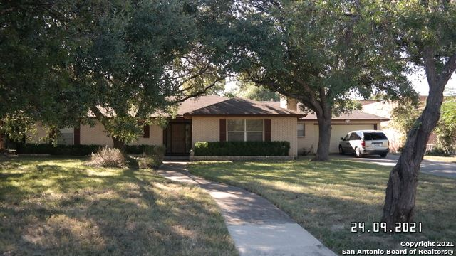 Photo of 104 RANCHLAND DR, Castle Hills, TX 78213 (MLS # 1562940)