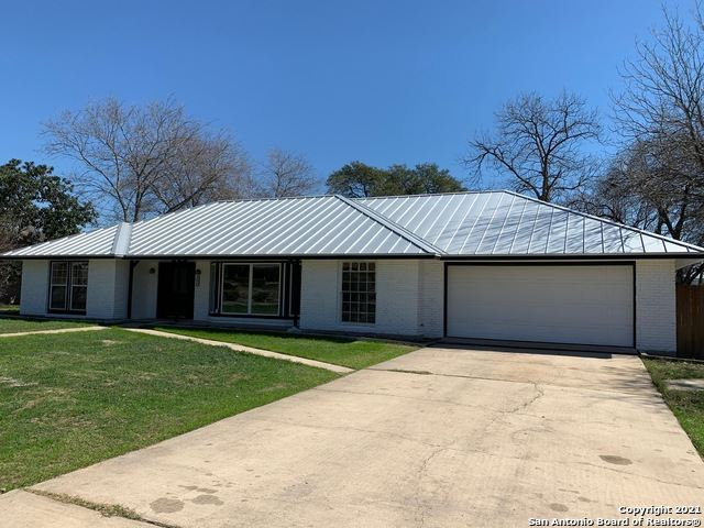 Photo of 100 NORTHCREST DR, Castle Hills, TX 78213 (MLS # 1508985)