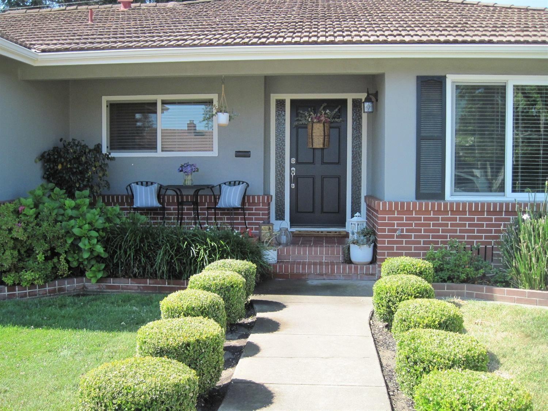 Photo of 536 Saint Claire Drive, Lodi, CA 95240 (MLS # 221070004)