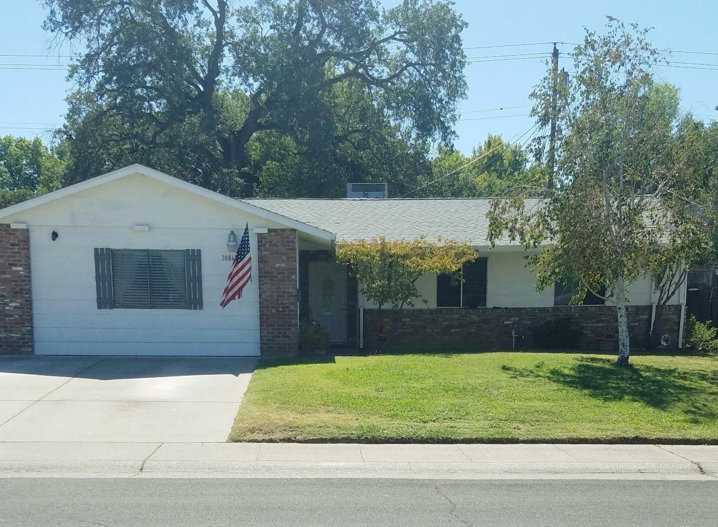 Photo of 10860 Oakton Way, Rancho Cordova, CA 95670 (MLS # 221118009)
