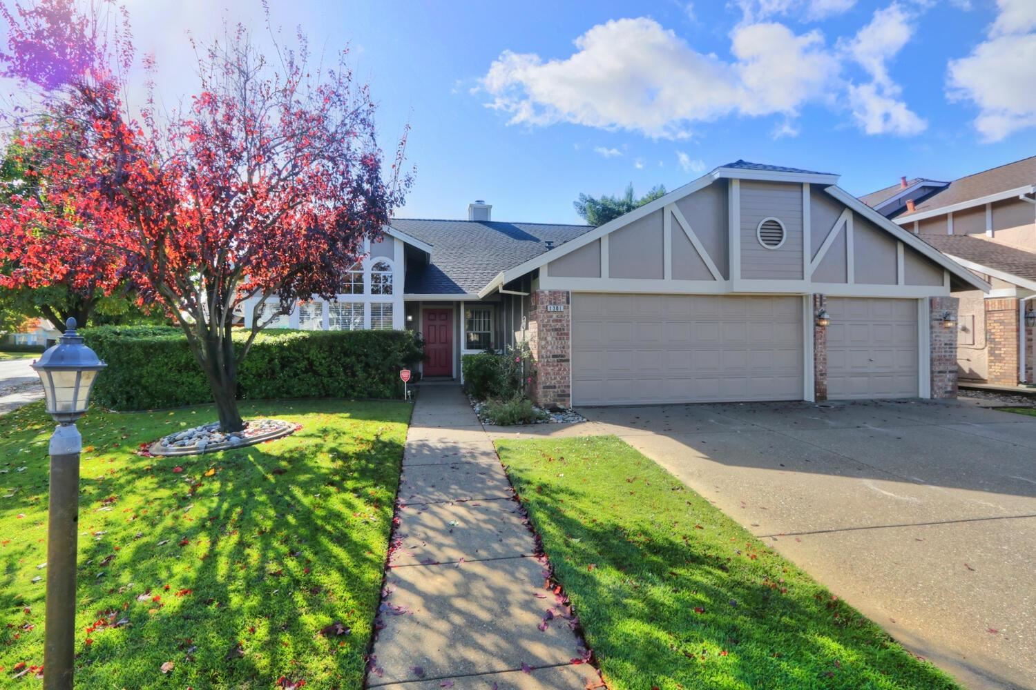 Photo of 1301 Muscat Circle, Roseville, CA 95747 (MLS # 221137018)
