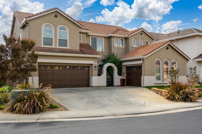 Photo of 417 Bonicelli Court, Roseville, CA 95747 (MLS # 221136021)