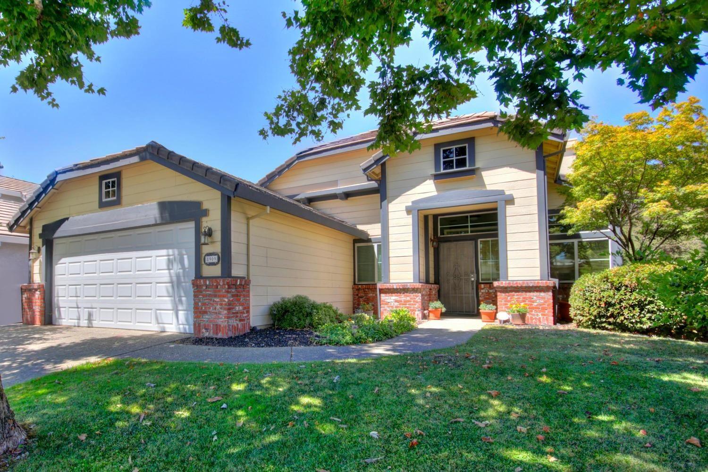 Photo of 8909 Cedarvillage Drive, Fair Oaks, CA 95628 (MLS # 20049035)