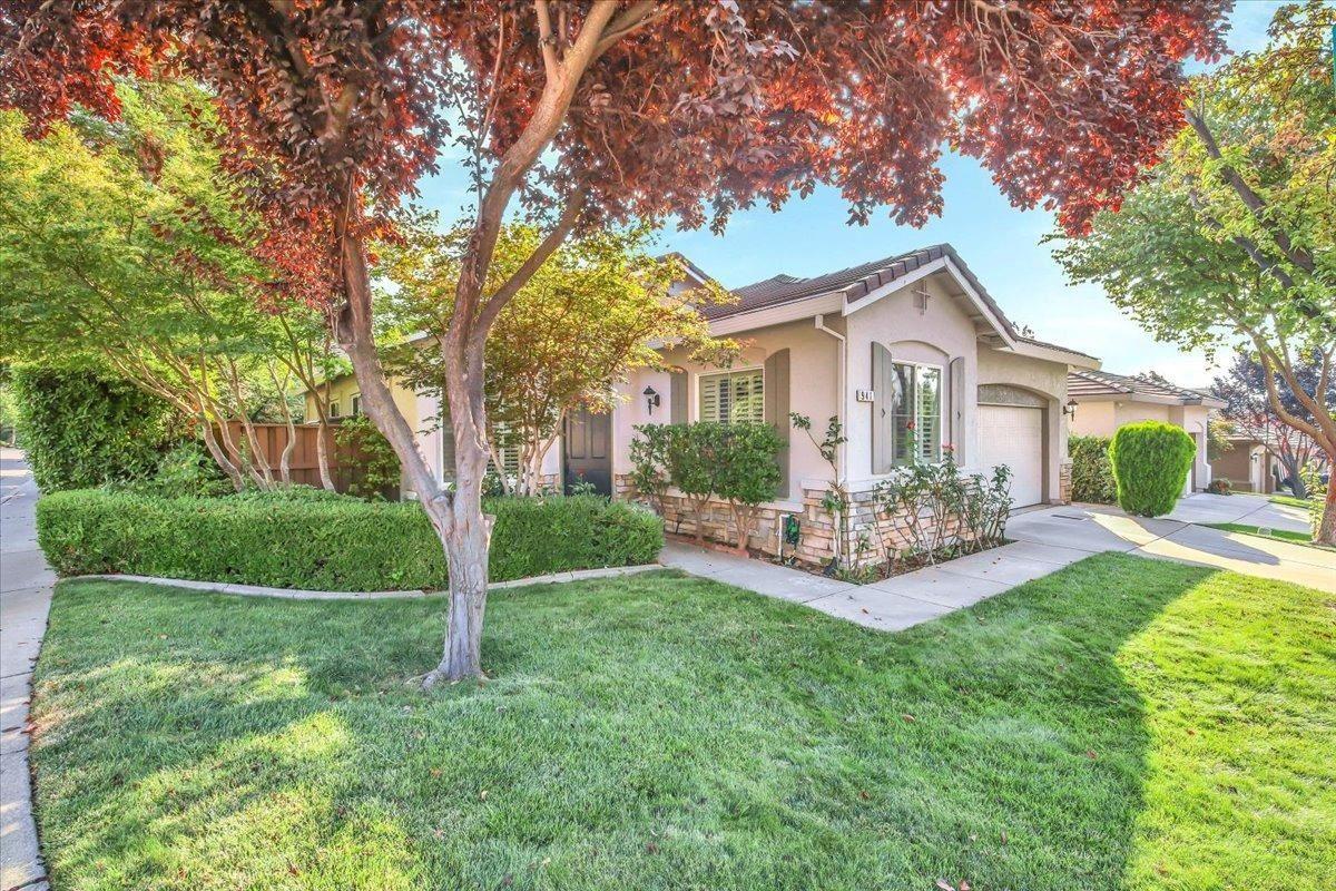 Photo of 941 Cameron Drive, Folsom, CA 95630 (MLS # 221117037)