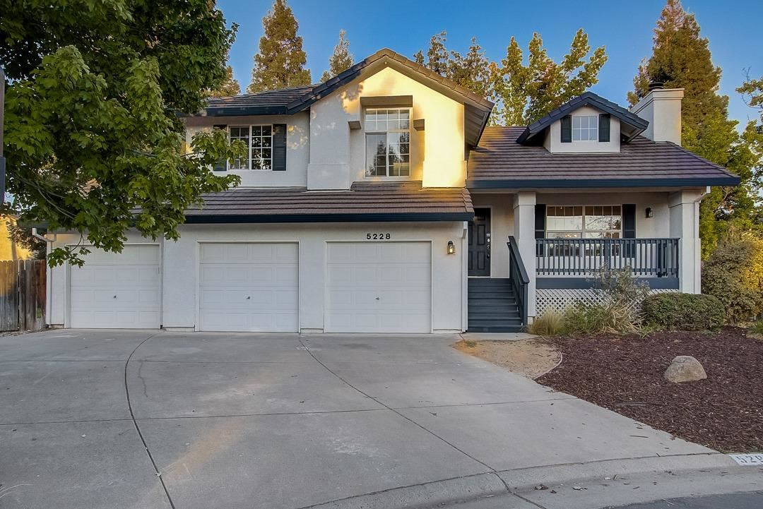 Photo of 5228 Brondsbury Lane, Fair Oaks, CA 95628 (MLS # 221109042)
