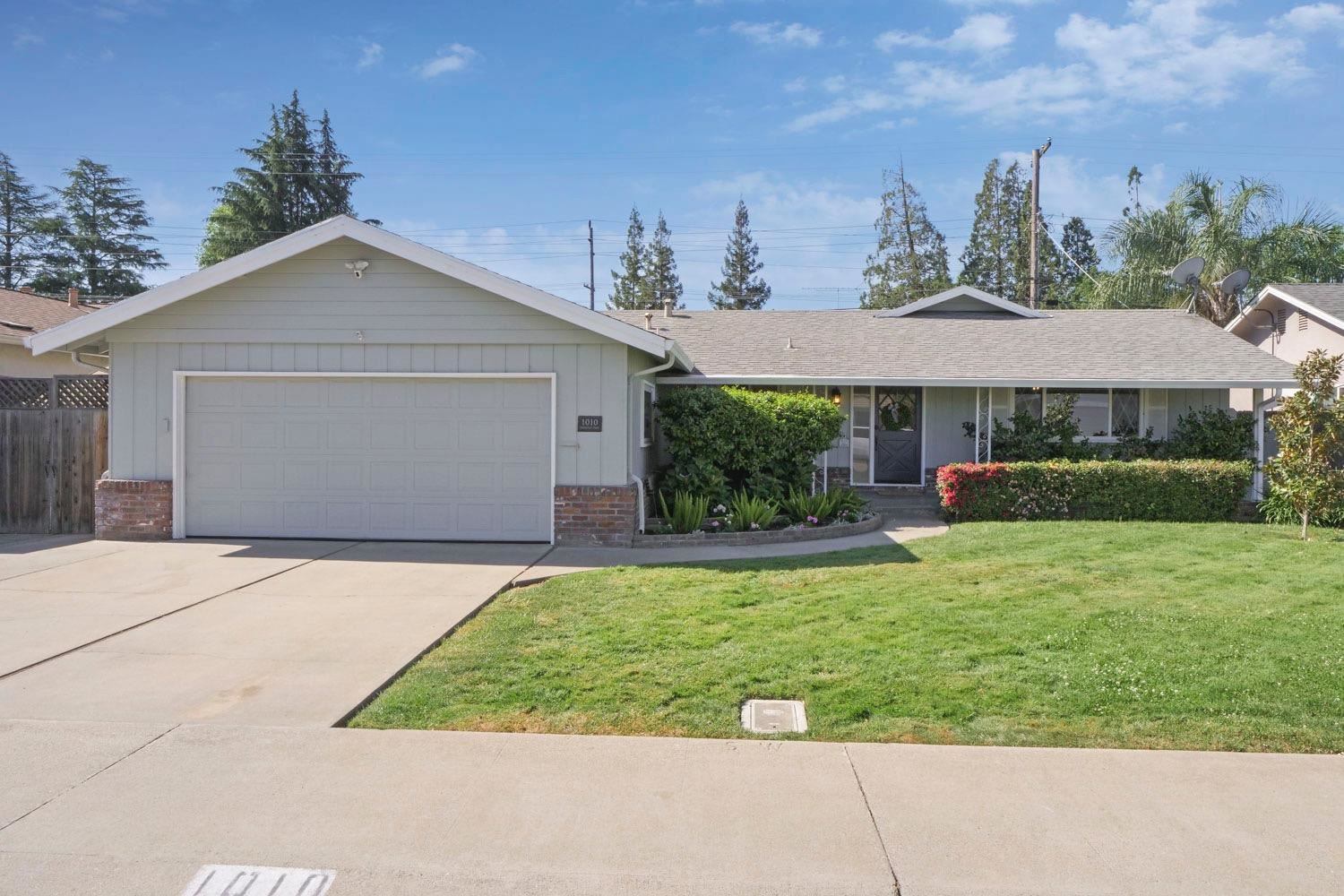 Photo of 1010 Kirkwood Drive, Lodi, CA 95242 (MLS # 221046045)