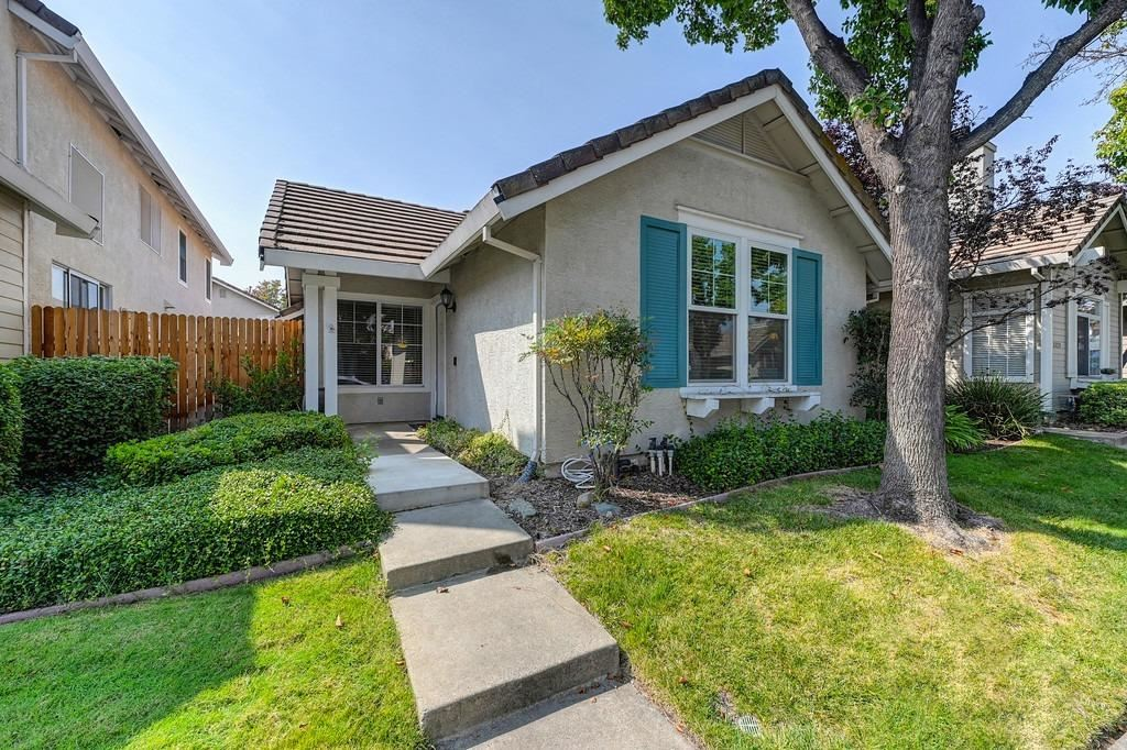 Photo of 3125 Zeus Lane, Roseville, CA 95661 (MLS # 221113047)