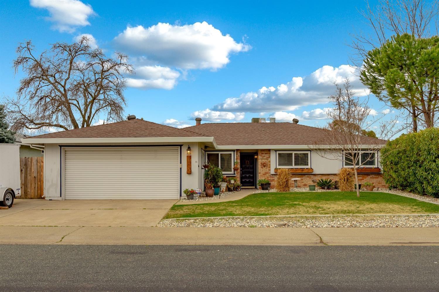 Photo of 1509 Swallow Way, Roseville, CA 95661 (MLS # 221011059)