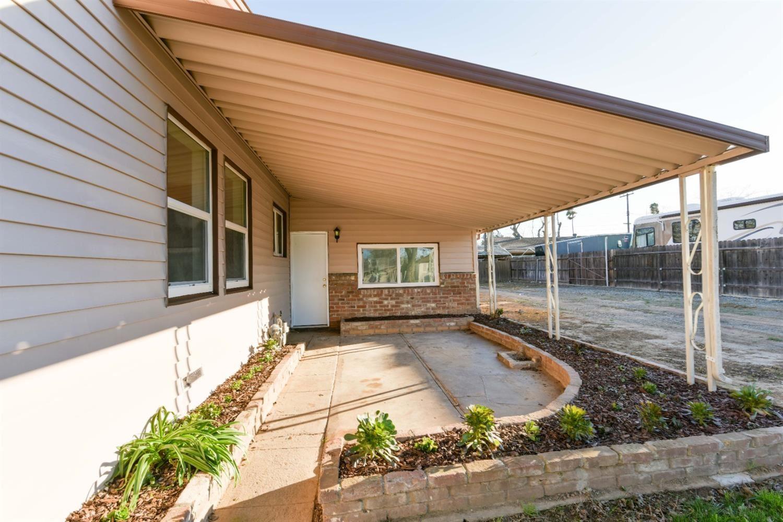 Photo of 4570 Soledad Avenue, Sacramento, CA 95820 (MLS # 221015067)