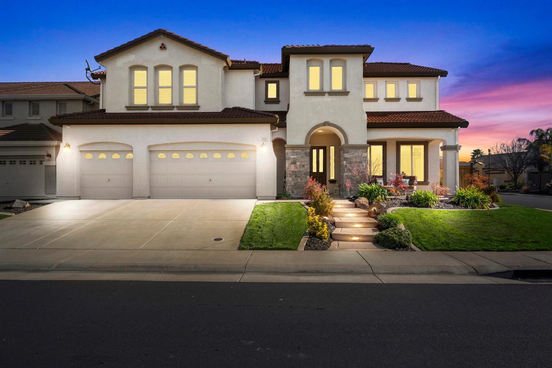 Photo of 1834 Verrazona Drive, Roseville, CA 95747 (MLS # 221011074)
