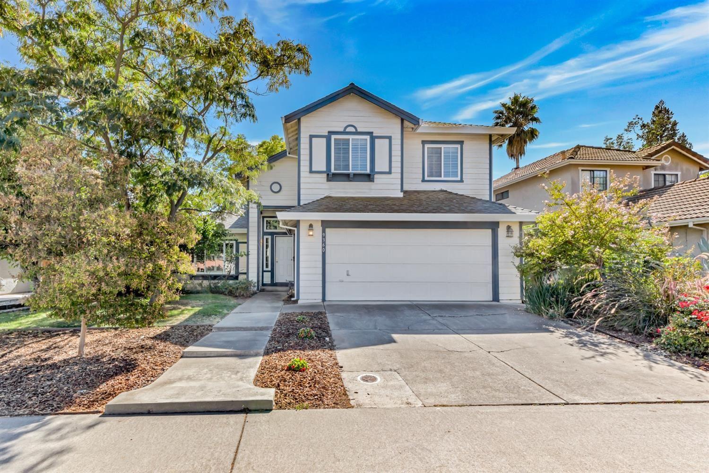 Photo of 9360 Soaring Oaks Drive, Elk Grove, CA 95758 (MLS # 221107079)