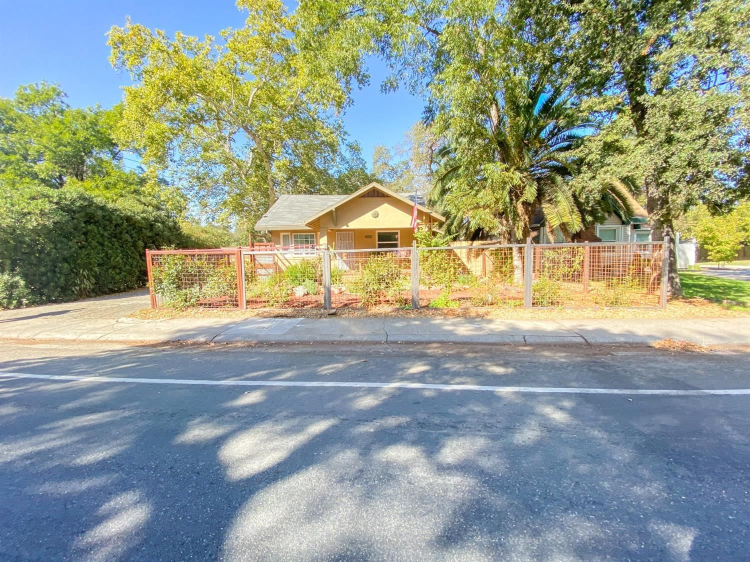 Photo of 1691 Arcade Boulevard, Sacramento, CA 95815 (MLS # 20063085)
