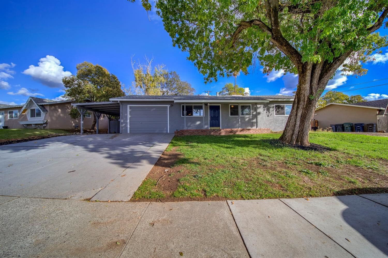 Photo of 7124 Parish Way, Citrus Heights, CA 95621 (MLS # 221137085)