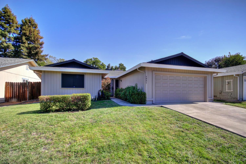 Photo of 2952 Brookstone Way, Sacramento, CA 95833 (MLS # 20063088)