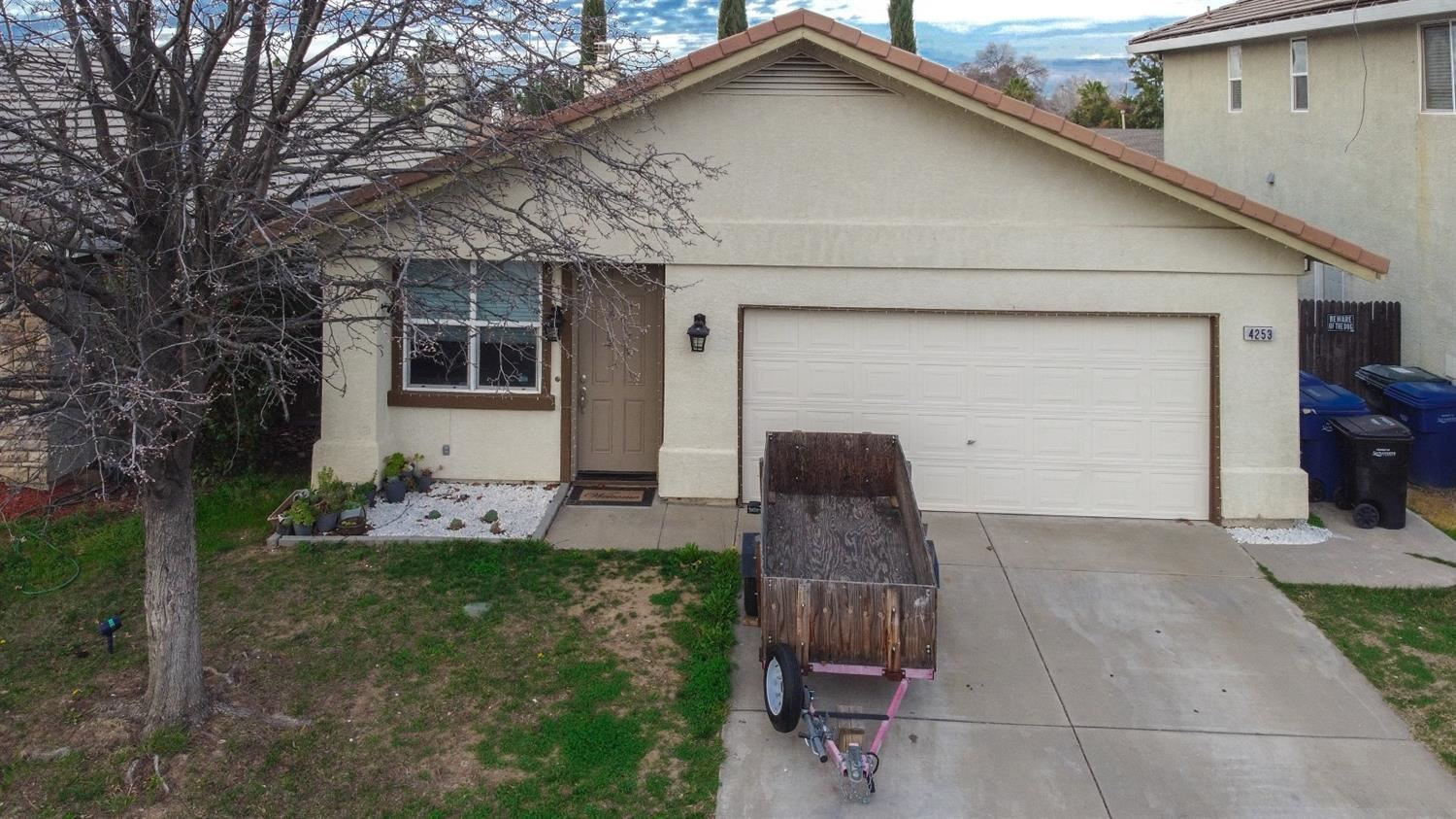 Photo of 4253 Eagle Ridge Way, Antelope, CA 95843 (MLS # 221008096)