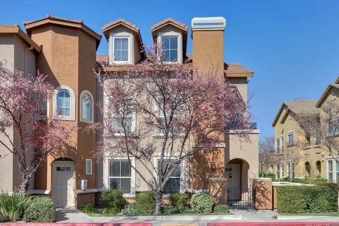 Photo of 1348 Millano Drive #5, West Sacramento, CA 95691 (MLS # 221014101)