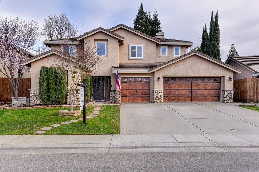 Photo of 462 Ebi Way, Folsom, CA 95630 (MLS # 221014102)