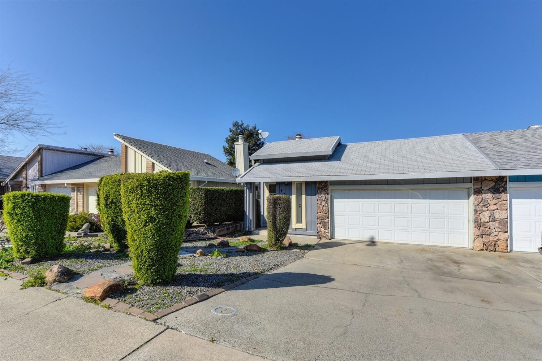 Photo of 431 Cameron Way, Roseville, CA 95678 (MLS # 221015105)