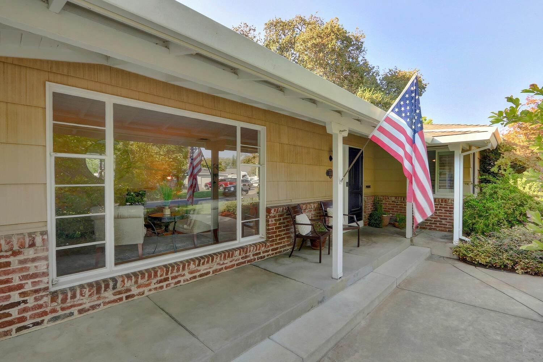 Photo of 3761 Esperanza Drive, Sacramento, CA 95864 (MLS # 221115115)