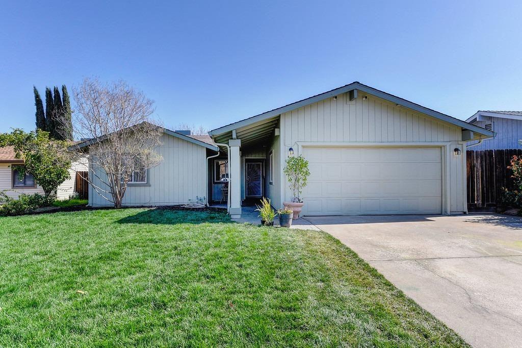 Photo of 4923 Willow Rock Way, Sacramento, CA 95841 (MLS # 221015122)