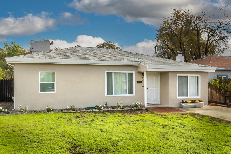 Photo of 2416 Darwin Street, Sacramento, CA 95825 (MLS # 221136124)