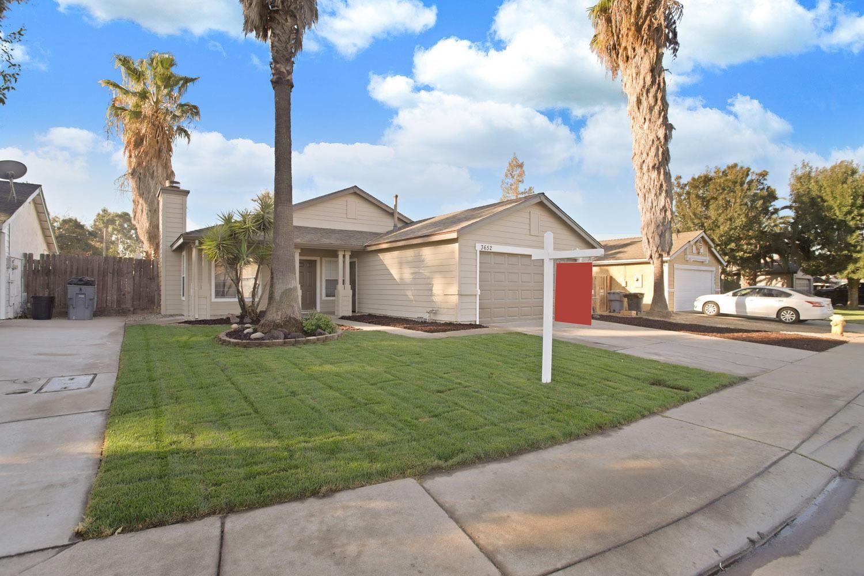 Photo of 3652 Castlepark Drive, Riverbank, CA 95367 (MLS # 221133135)