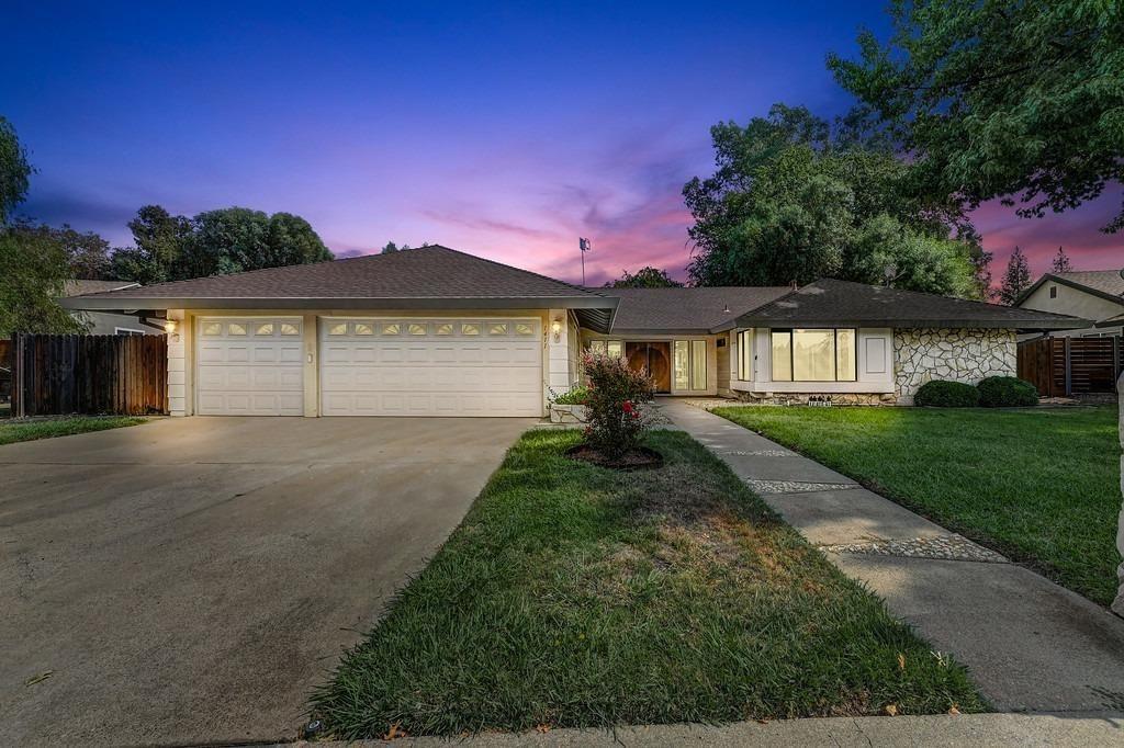 Photo of 1411 Lone Tree Lane, Roseville, CA 95661 (MLS # 221113137)