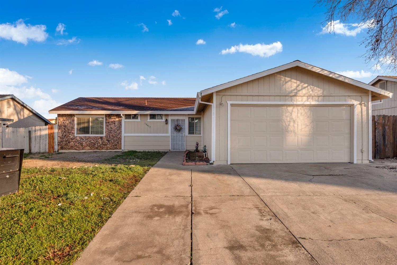 Photo of 10417 AUTUMN BREEZE Way, Rancho Cordova, CA 95670 (MLS # 221003144)