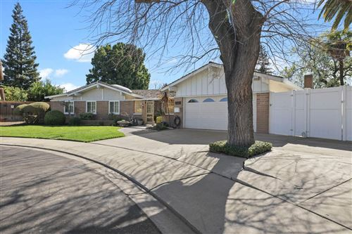 Photo of 904 Parkside Court, Modesto, CA 95350 (MLS # 221011145)