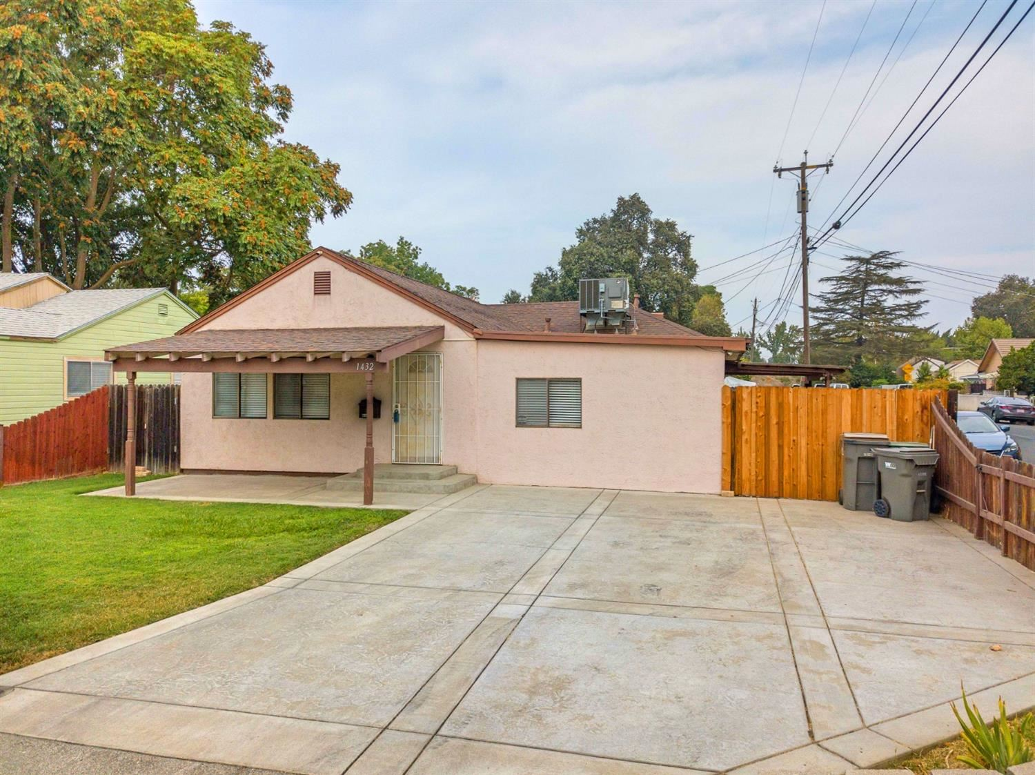 Photo of 1432 Carrie Street, West Sacramento, CA 95605 (MLS # 20061151)